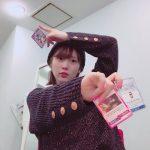 【内田真礼】六花のカード持って中二病ポーズ!?闇の力溢れる・・・