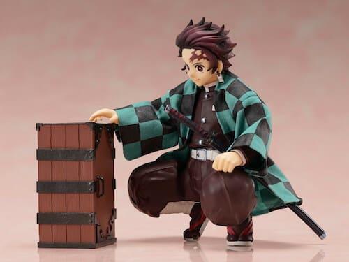 木箱と竈門炭治郎フィギュア
